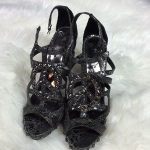 Not rate snake skin peace sign rock stud heels 8.5